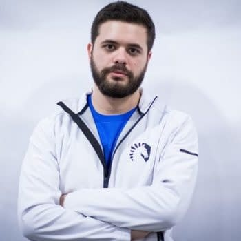 Hungrybox Gets a Dead Crab Thrown At Him During a Smash Bros. Event