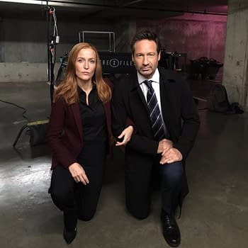 Gillian Anderson And David Duchovny #TakeAKnee On X-Files Set