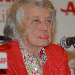 The Grand Dame Of Dish Gossip Columnist Liz Smith Dead At 94
