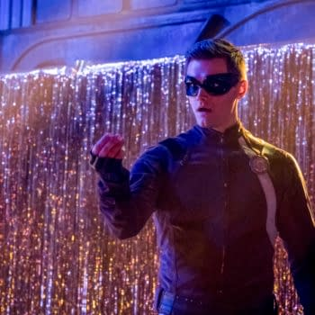 """Flash -- """"The Elongated Knight Rises"""" -- Image Number: FLA411b_0279b.jpg -- Pictured: Hartley Sawyer as Dibney/Elongated Man -- Photo: Katie Yu/The CW -- © 2018 The CW Network, LLC. All rights reserved"""