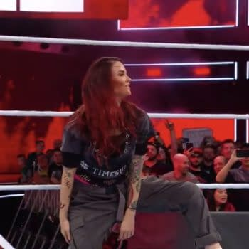 Lita and Trish Stratus are victorious at WWE's 2018 Evolution PPV