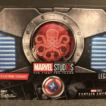 Lets Take an Early look at the Marvel Legends SDCC Exclusive Red Skull and Tesseract