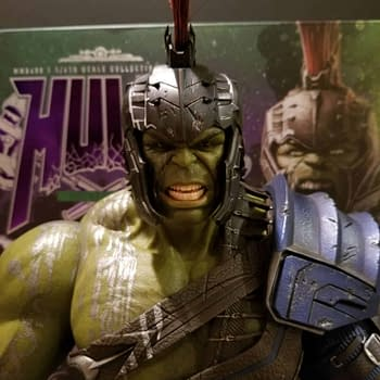 Lets Take a Look at Hot Toys Thor: Ragnarok Gladiator Hulk Figure