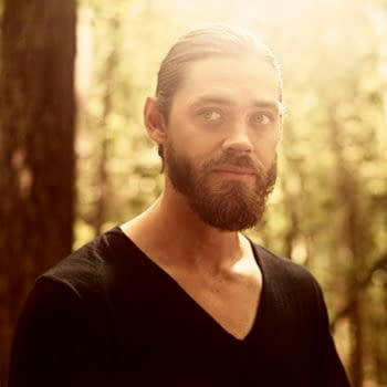 """'The Walking Dead': Tom Payne's Looking A Lot Less """"Jesusy"""" These Days…"""