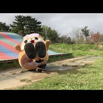 A Japanese Otter Mascot Wants to Wrestle John Oliver