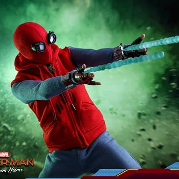 Spider-Man Fights Through Mysterios Illusions with New Hot Toys Figure