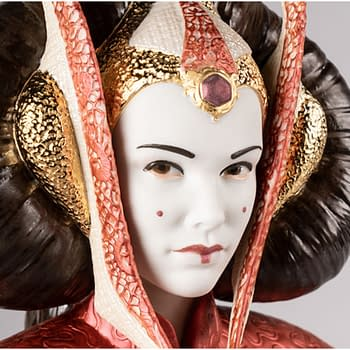 Star Wars Queen Amidala Enters a Throne Room with New Statue