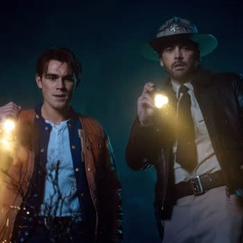 """Riverdale -- """"Chapter Seventy-One: How To Get Away With Murder"""" -- Image Number: RVD414b_0335b.jpg -- Pictured (L-R): KJ Apa as Archie and Skeet Ulrich as FP Jones -- Photo: Katie Yu/The CW -- © 2020 The CW Network, LLC. All Rights Reserved."""