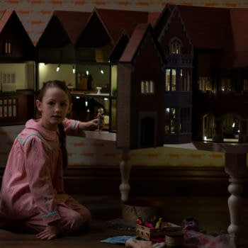 THE HAUNTING OF BLY MANOR (L to R) AMELIE SMITH as FLORA in episode 101 of THE HAUNTING OF BLY MANOR Cr. EIKE SCHROTER/NETFLIX © 2020