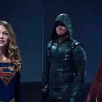 Arrow: Stephen Amells Flash/Supergirl Tweet More Than Meets the Eye