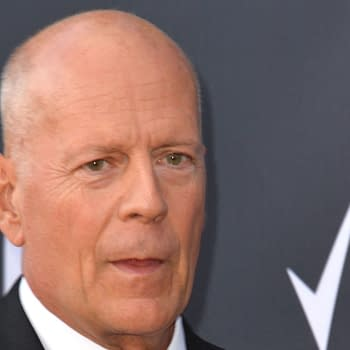 Apex: Bruce Willis in Sci-Fi Action Thriller Prey Becomes Hunter