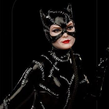 Catwoman Gets New Batman Returns Statue from Iron Studios