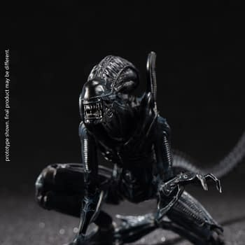 New Crouching Alien Xenomorph Arrives at Hiya Toy