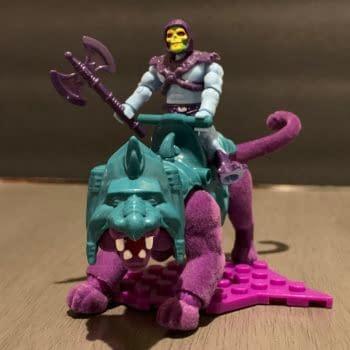 Let's Take A Look At The MOTU MegaBlox Skeletor & Panthor Set