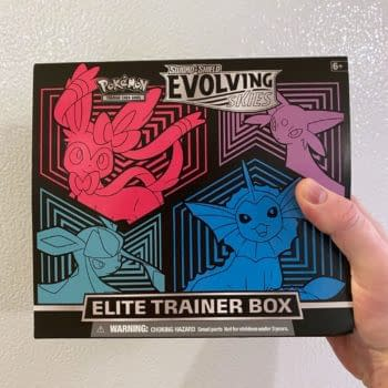 Opening a Pokémon TCG: Evolving Skies Elite Trainer Box: Early Review