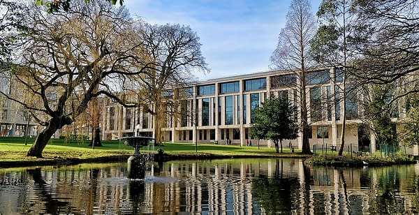 The UK Is Getting Its First eSports Scholarship from the University of Roehampton London