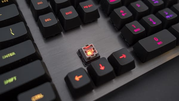 Simplified Mechanics: We Review Logitech's 513 Carbon Gaming Keyboard