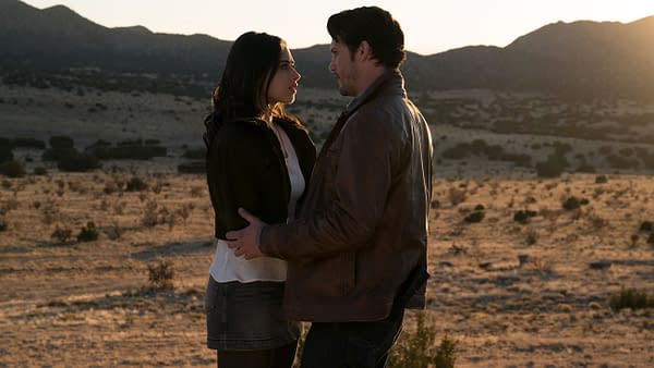 """Roswell, New Mexico -- \""""Pilot\"""" -- Image Number: ROS101b_0272ra.jpg -- Pictured (L-R): Jeanine Mason as Liz Ortecho and Nathan Parsons as Max Evans -- Photo: Ursula Coyote/The CW -- © 2018 The CW Network, LLC. All rights reserved"""