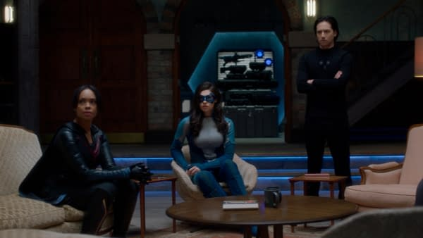 """Supergirl S06E02 Preview: Our Heroes Learn Why It's """"The Phantom Zone"""""""