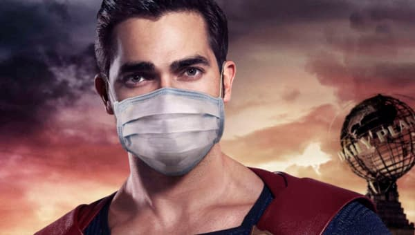 Superman wears a mask (Image: The CW)
