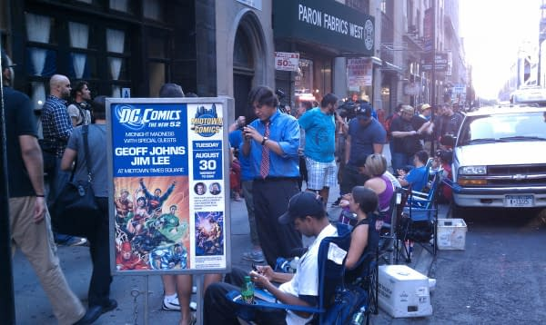 Jim Lee And Geoff Johns Hand Out Pizza At Midtown, Scott Snyder Lines Up
