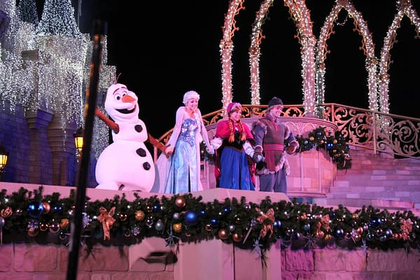 Watch 'A Frozen Holiday Wish' Stage Show From Disney World!