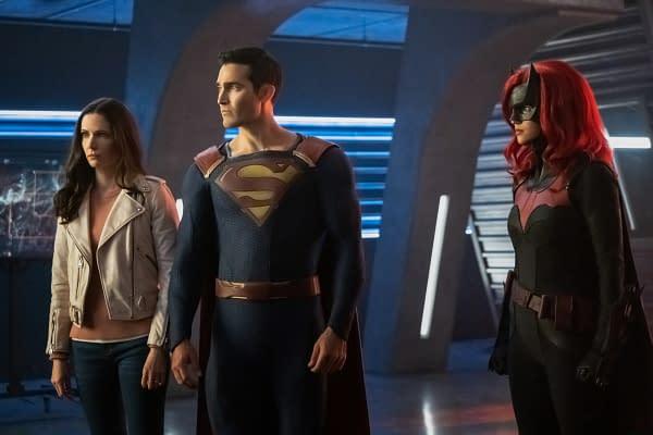 Superman & Lois Star Elizabeth Tulloch Wants Your Help Dressing Lois