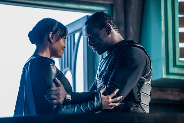 Sharon Leal as M'gann M'orzz and David Harewood as Hank Henshaw/J'onn J'onzz in Supergirl, courtesy of The CW.