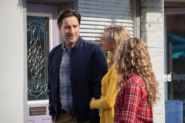 Luke Wilson as Pat Dungan, Amy Smart as Barbara Whitmore, and Brec Bassinger as Courtney Whitmore in Stargirl, courtesy of The CW.