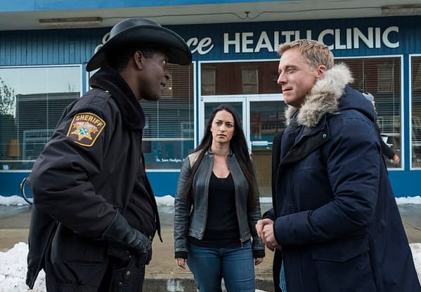 "RESIDENT ALIEN -- ""Pilot"" Episode 101 -- Pictured: (l-r) Corey Reynolds as Sheriff Mike Thompson, Sara Tomko as Asta Twelvetrees, Alan Tudyk as Harry Vanderspeigle -- (Photo by: James Dittinger/SYFY)"