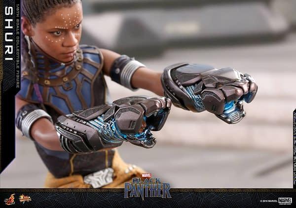 Black Panther Shuri Hot Toys 13