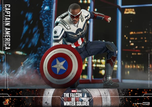 Sam Wilson Captain America Soars High With 1/6 Scale Hot Toys Figure