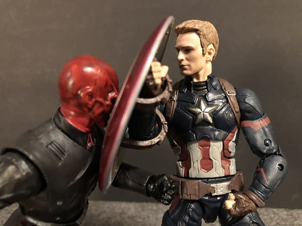 Marvel Legends SDCC Exclusive Red Skull and Tesseract 15