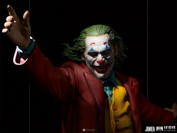 Joker Dances His Way to Iron Studios With New Statue