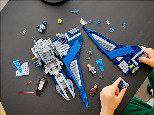 Star Wars Mandalorian Starfighter Takes To the Skies With LEGO