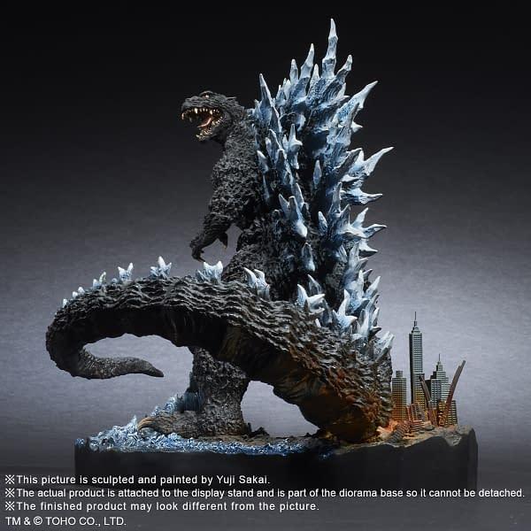X-Plus-Godzilla-2004-Statue-001