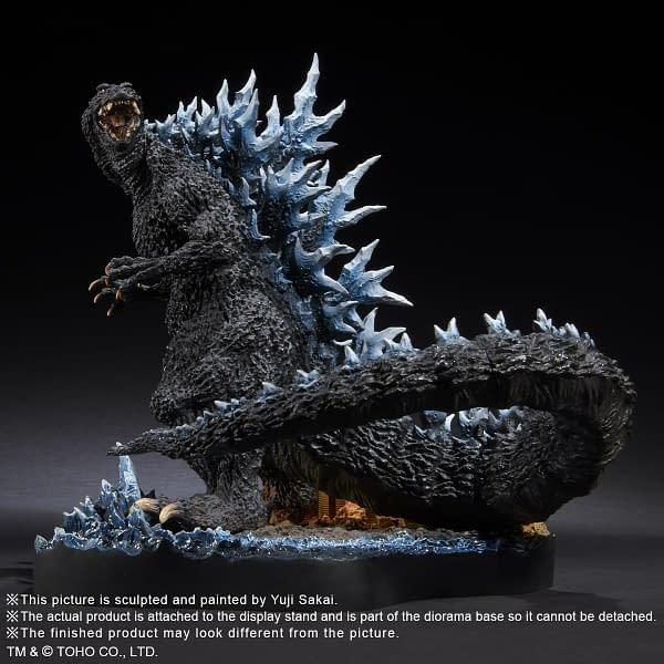 X-Plus-Godzilla-2004-Statue-002