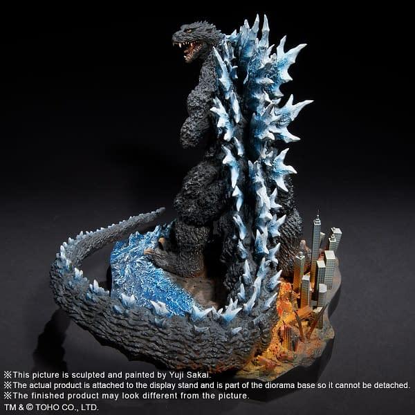 X-Plus-Godzilla-2004-Statue-007