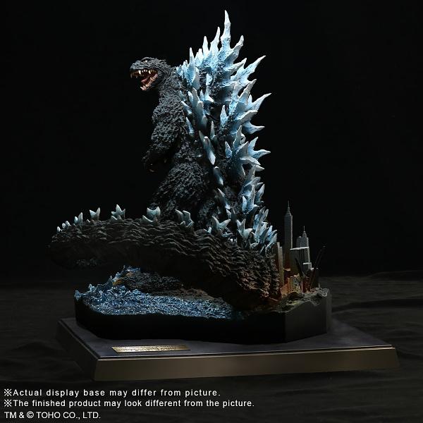 X-Plus-Godzilla-2004-Statue-010