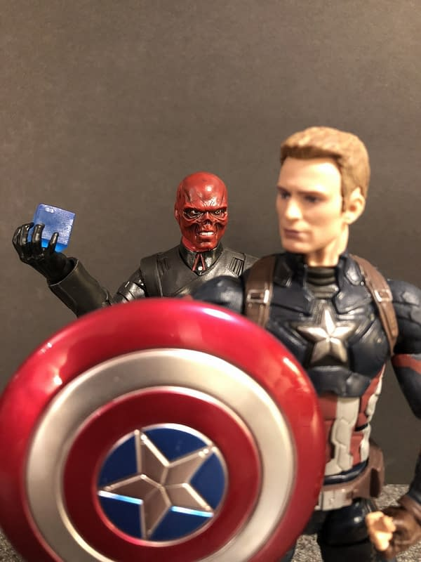 Marvel Legends SDCC Exclusive Red Skull and Tesseract 14