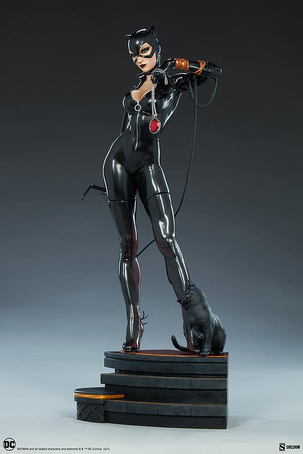 Catwoman Plans Her Next Heist with Sideshow's New DC Comics Statue