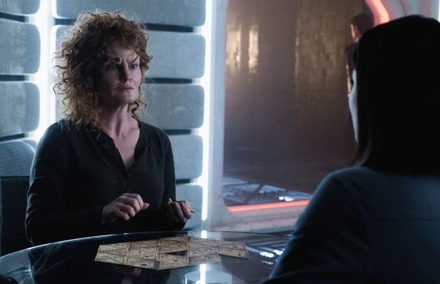 Rebecca Wisocky and Isa Briones in Star Trek: Picard