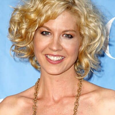 Fear The Walking Dead: Jenna Elfman Joins Cast, Teases Crossover