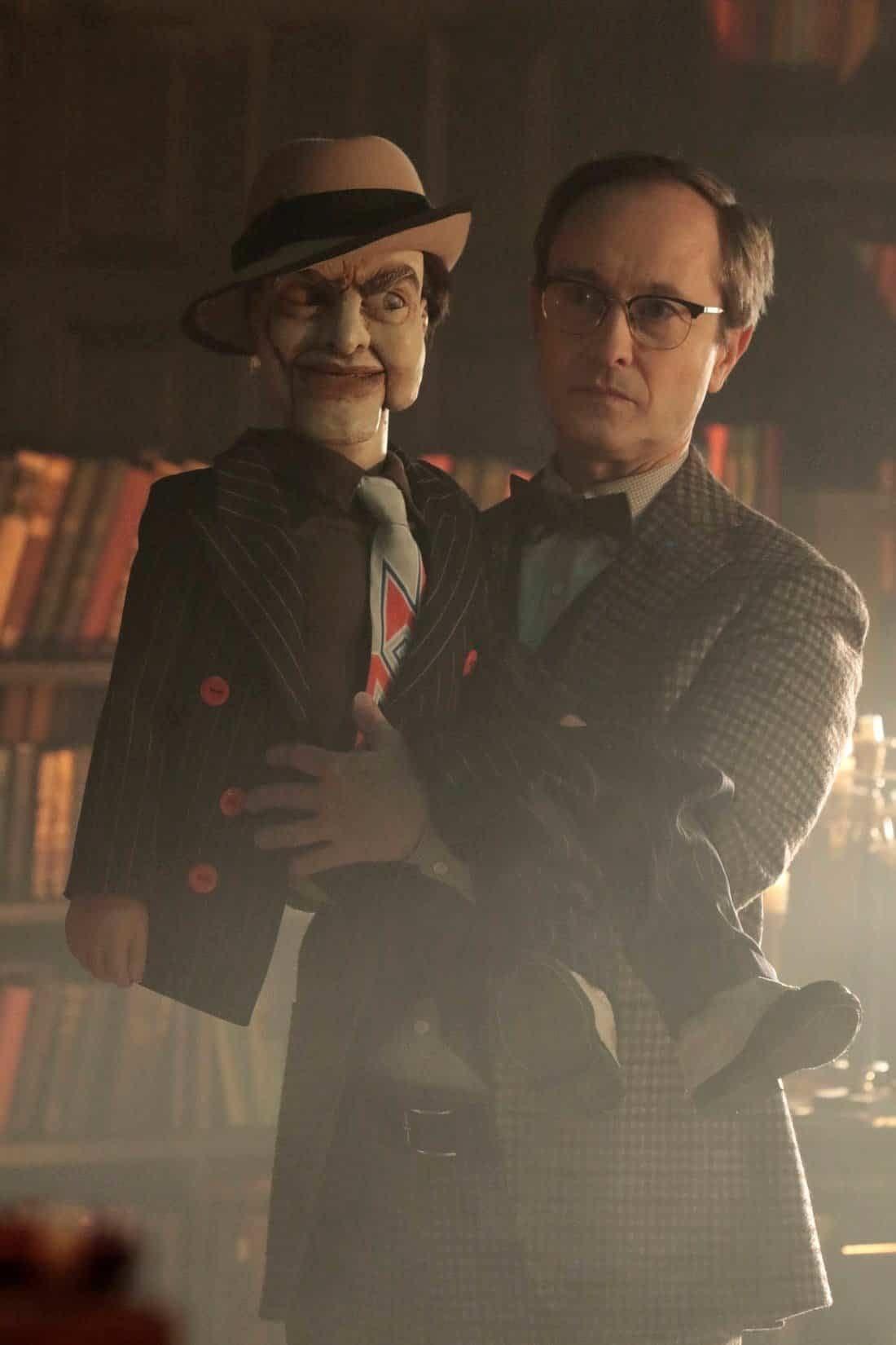 'Gotham' Season 5 Teases Appearance of Greatest Bat Villain Ever! [PREVIEW]