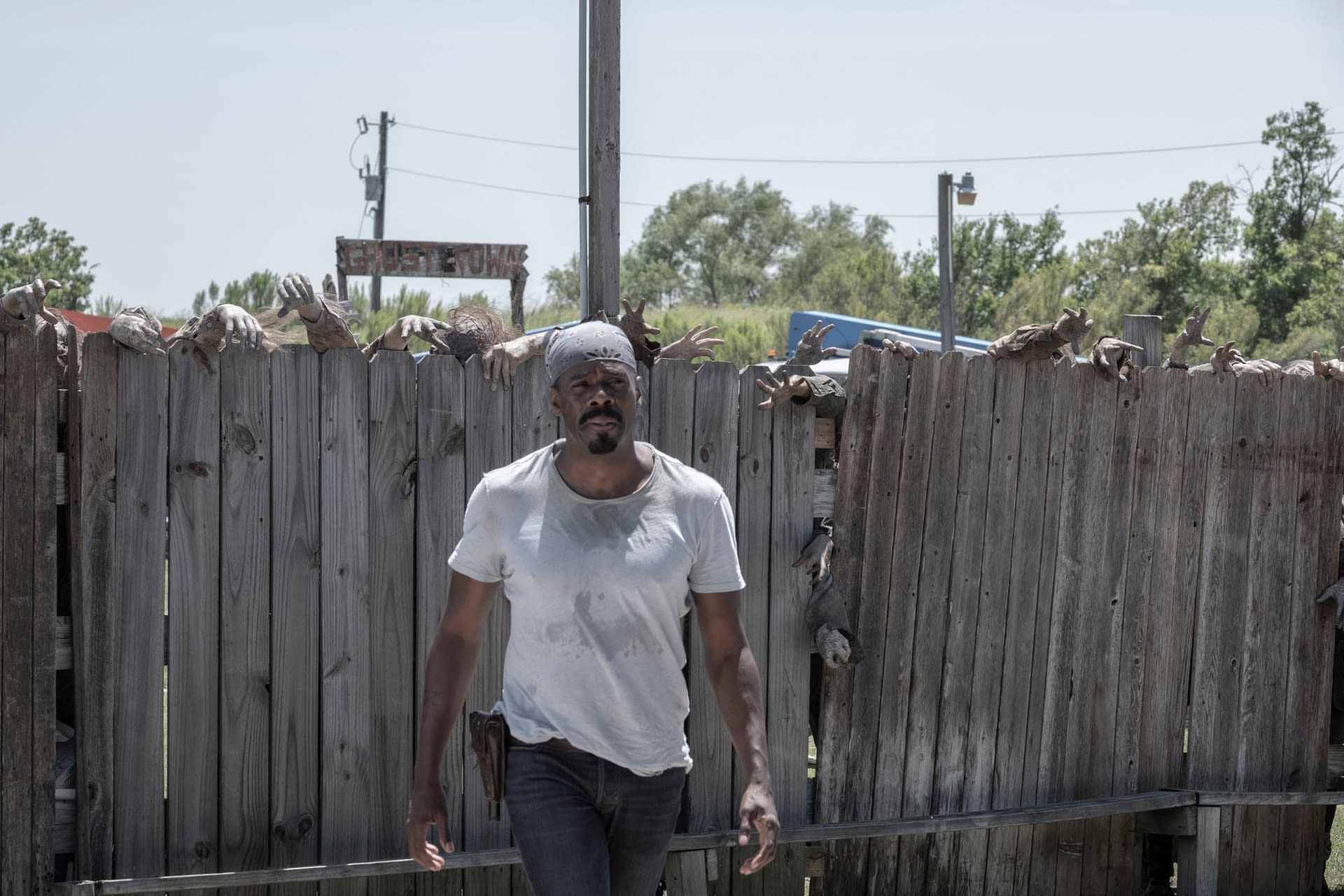 """""""Fear of the Walking Dead"""" Season 5: Will Humbug Gulch Be the """"End of the Line"""" for Morgan's Vision? [PREVIEW]"""