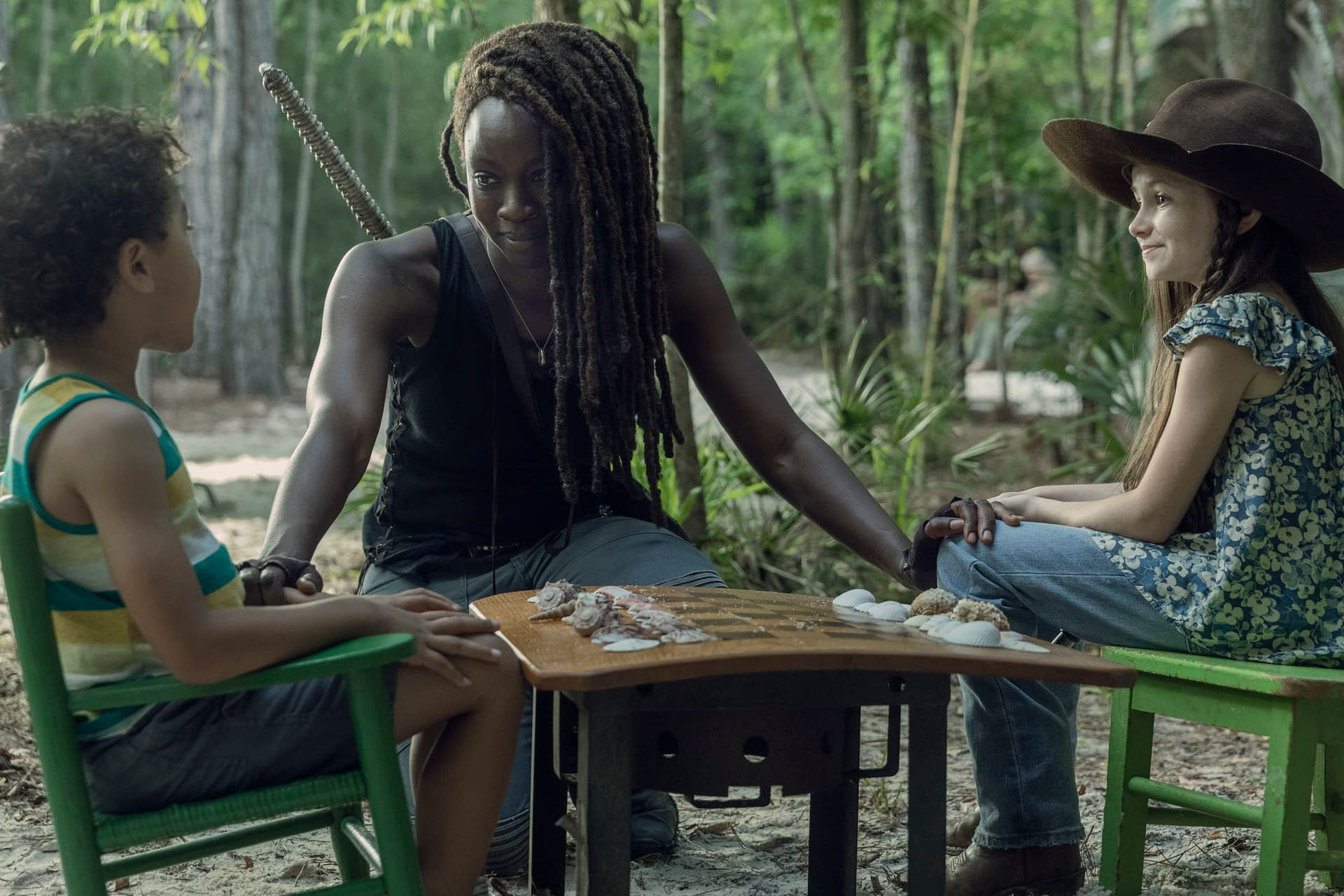 """""""The Walking Dead"""" Season 10: Michonne Shines a Light on Things [PREVIEW]"""