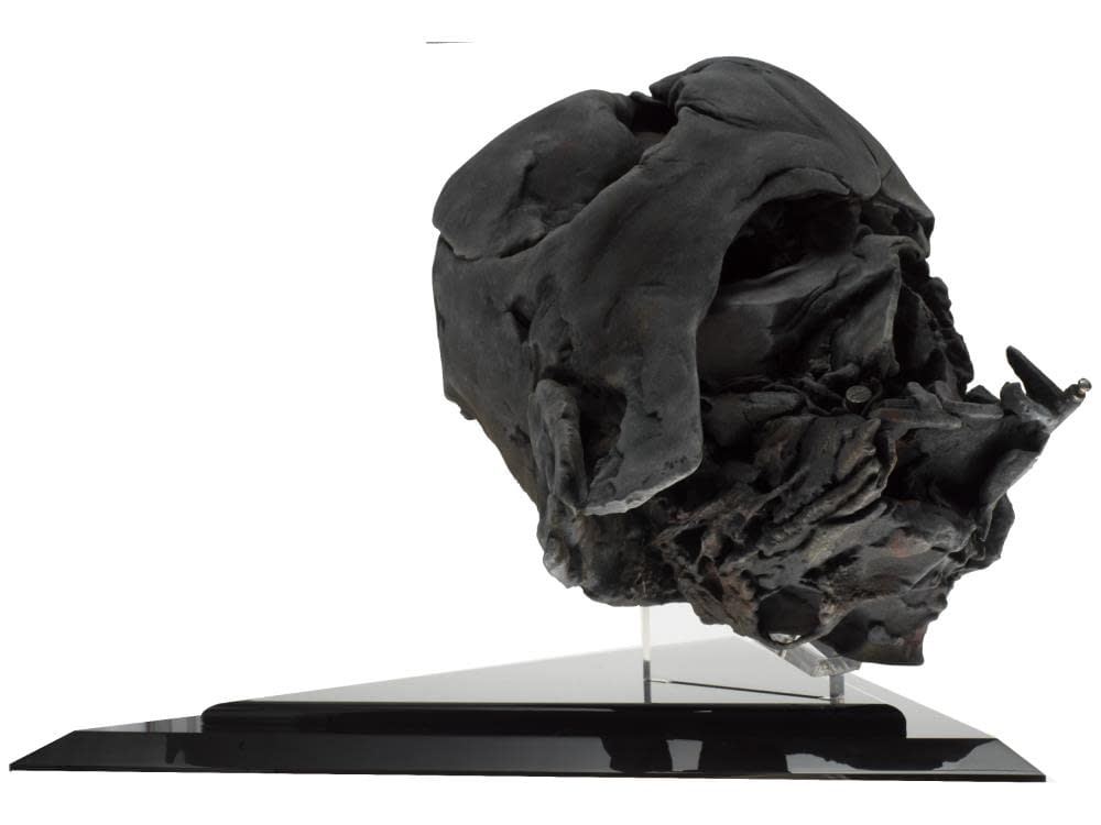 """Darth Vader Pyre Helmet from """"The Force Awakens"""" Gets EFX Replica"""