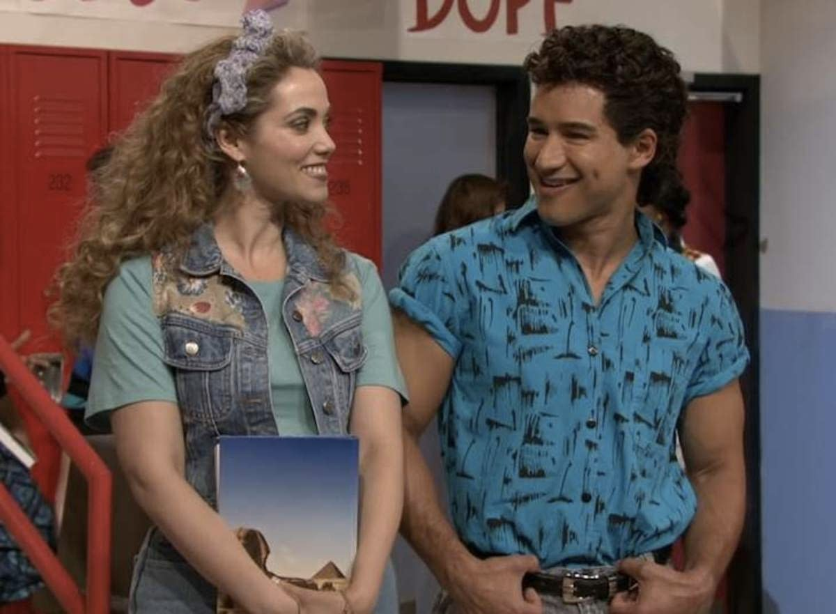 """""""Saved by the Bell"""": Mario Lopez, Elizabeth Berkley Take It to """"The Max"""" to Mark Sequel Series Filming [VIDEO]"""
