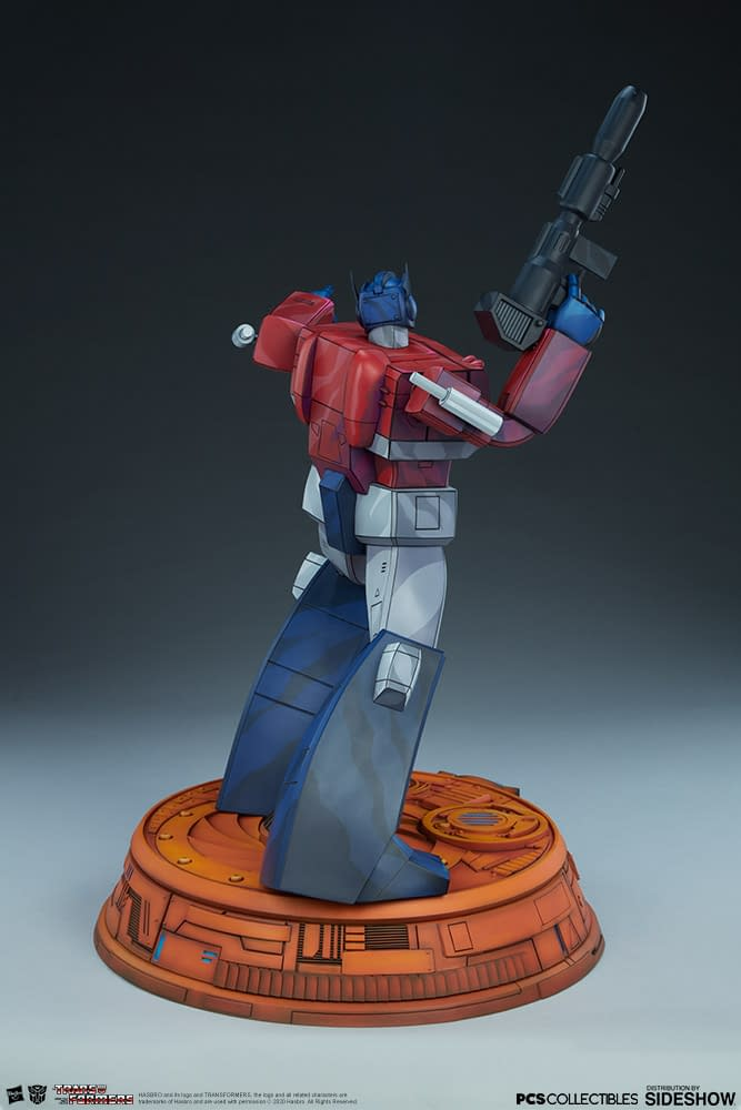 Optimus Prime Goes Old School with New PCS and Sideshow Statue