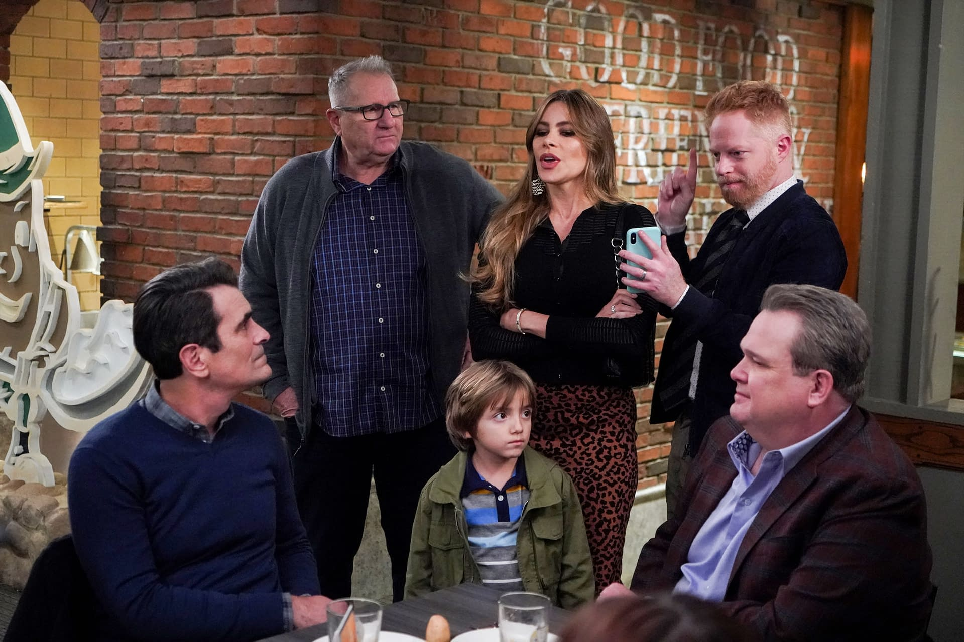 """Modern Family"" Season 11 ""Spuds"": The Parent(s) Trap? [PREVIEW]"